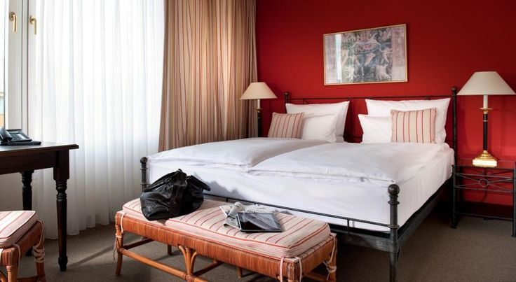 Hotel Elbflorenz Dresden Dresden This inviting hotel is just a 10-minute walk from the city centre and Dresden's historic Old Town. It offers Italian-style accommodation and a sauna and fitness area (both usable for a surcharge) with a terrace, offering panoramic views of the city.