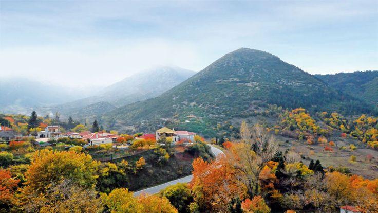 Κάτω από τη μύτη μας, μιαν ανάσα μακριά από αγαπημένες τοποθεσίες της Πελοποννήσου, κρύβονται τέσσερα μυστικά, ιδανικά για τα πρώτα φθινοπωρινά γουικέντ.