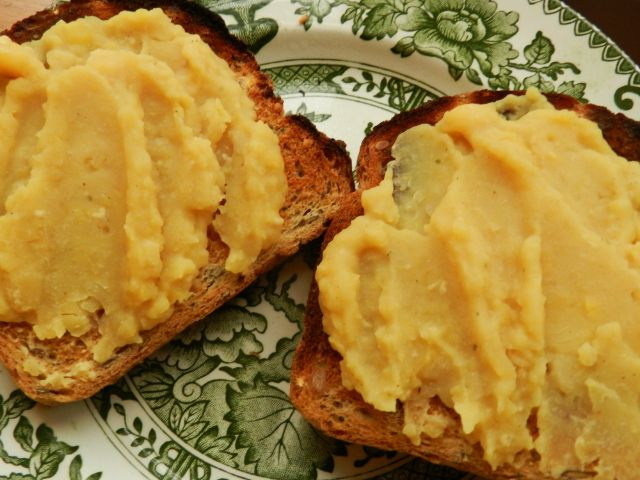 Geordie Pease Pudding, yum! Nice simple recipe, no unnecessary extras, though being non veggie, I would use ham stock. I could just eat some with a piece of stottie cake!