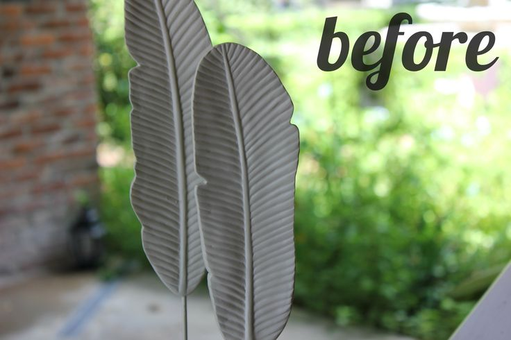 I came across these very neutral feathers at Target and couldn't resist {they were $6}. Took them home and with a little spray paint {champagne mist} I have a nice new addition to my bookshelf. The...