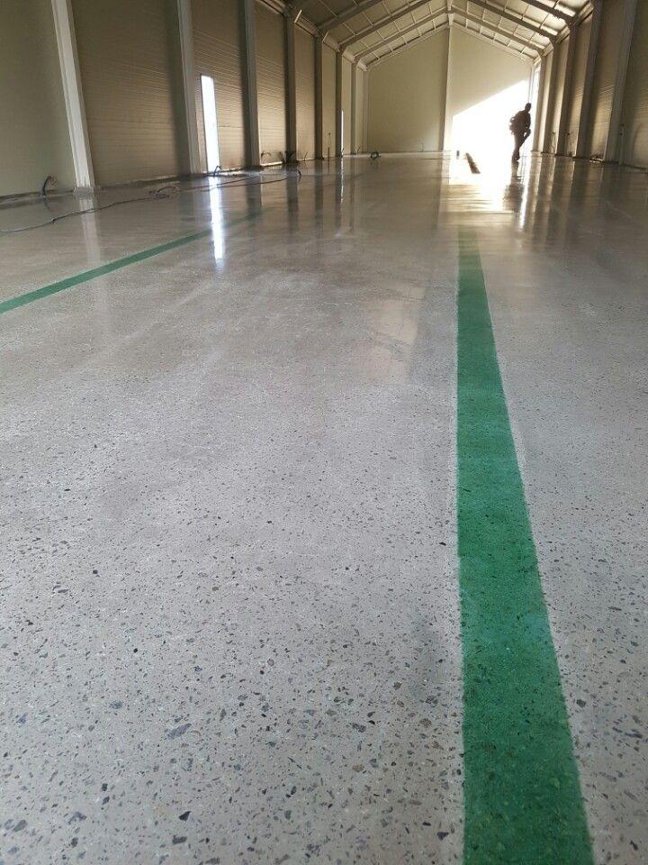 초록색 염색을 가미한 콘크리트 폴리싱