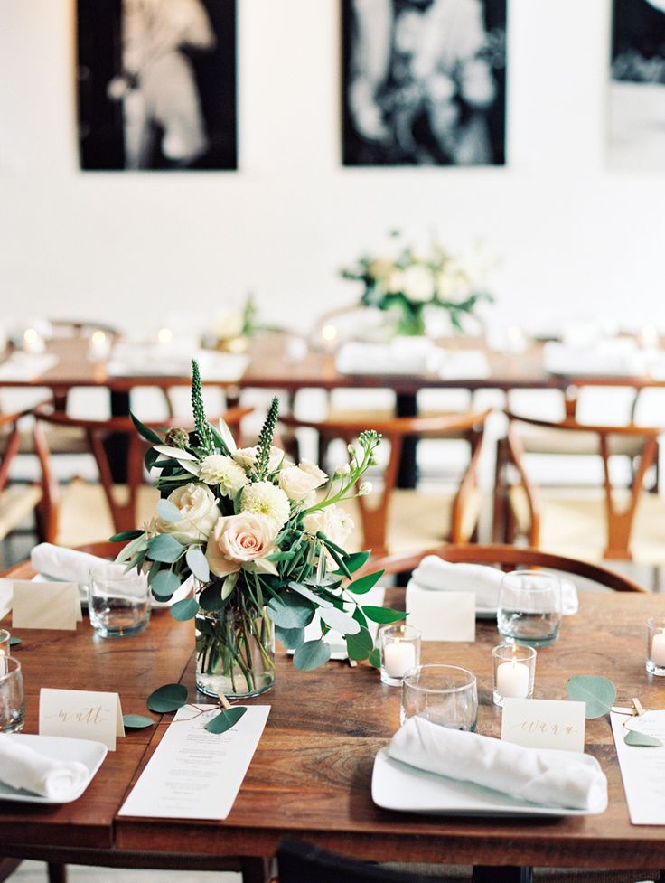 Shelley + Björn are giving us major wedding day goals. Because not only did this food loving pair plan one seriously chic celebration, but they're also pretty darn cool. Take the Bride who wowed guests with an off-the-rack J.Crew gown that she ordered online (!!), or the fuss-free restaurant setting serving up family favorites, you're about to […]