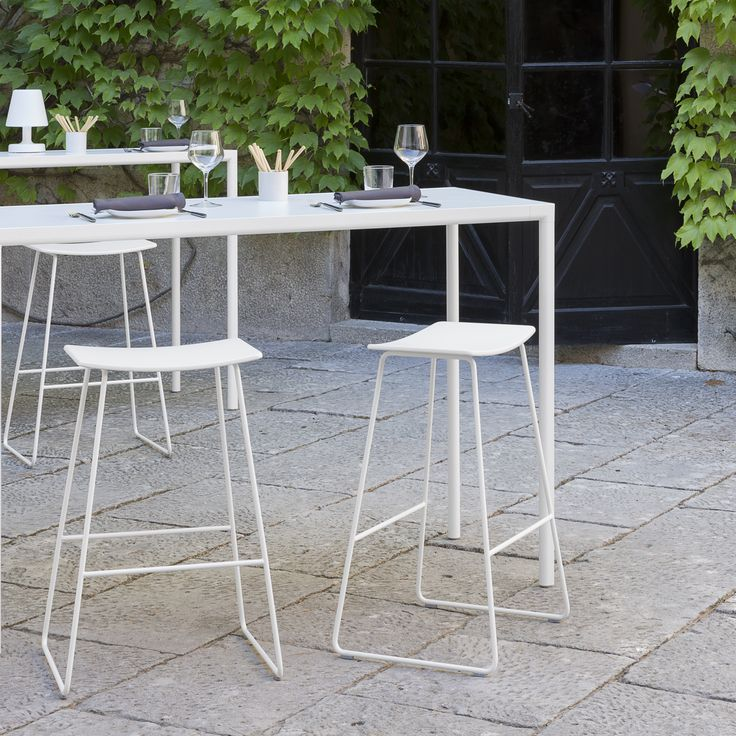 TAO is a collection of multipurpose stools with a lightweight, essential and neutral design. The collection is made up of stools with either a wooden or upholstered seat. The wooden seats are available in lacquered colours or in beech, oak and walnut veneers. The metallic structures are manufactured in two heights and can be finished in chrome or polyester paint in all colours from the INCLASS colour samples.