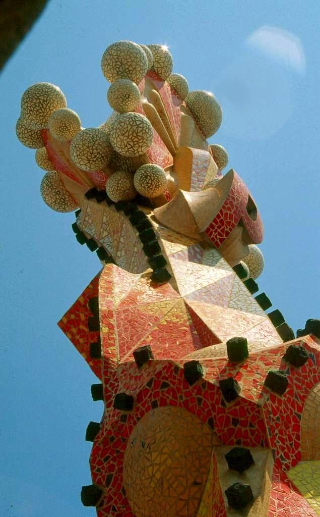 La Sagrada Familia (detalle),  Antoni Gaudi. Barcelona, España. Su construcción no está terminada. Se estima que se completará en 2026.