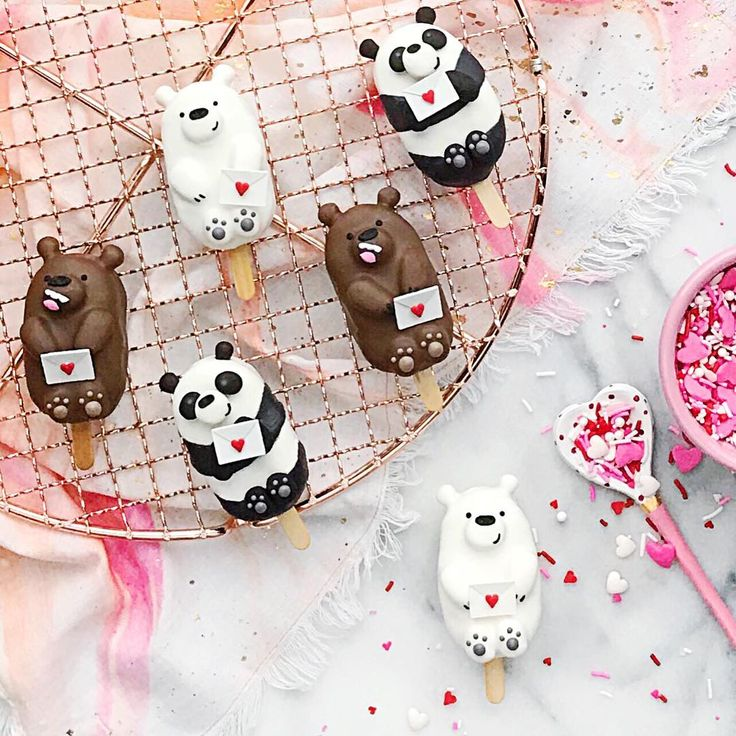 Bear & panda cake popsicles by Jessica (@luxeandthelady)