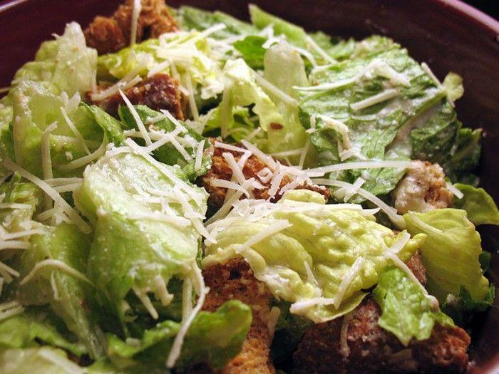 Σαλάτα του Καίσαρα (Caesars Salad)  Νόστιμη σαλάτα, που μπορεί να αποτελέσει και ένα ελαφρύ γεύμα από μόνη της.