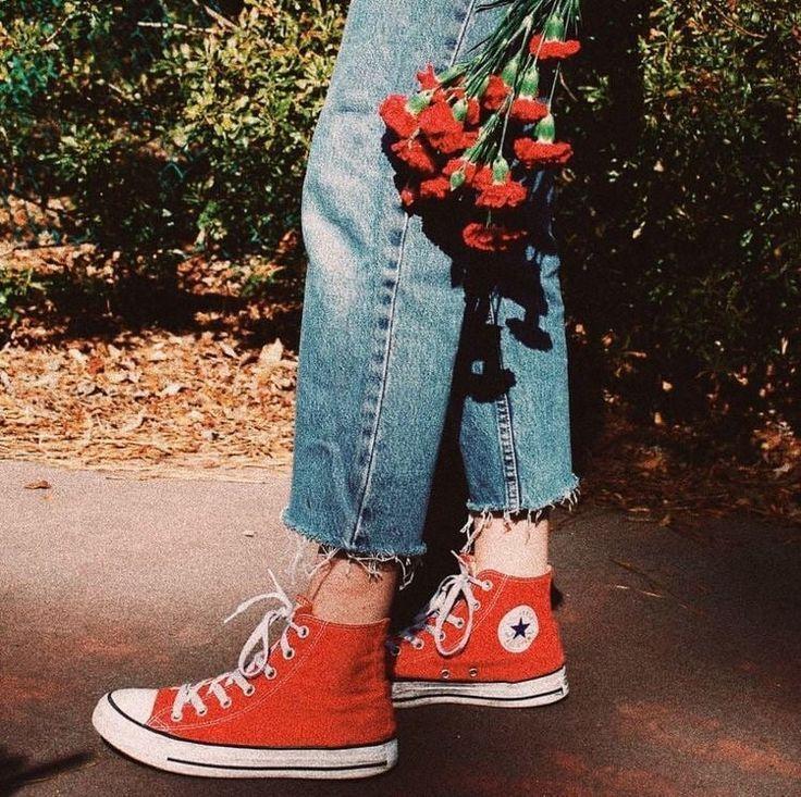Red Converse wird nie alt, habe ich recht? Pinterest // Carriefiter // 90er Jahre Mode