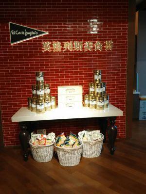 Abre espacios en centros comerciales y hoteles para vender productos  made in Spain . También tendrá tienda en Internet