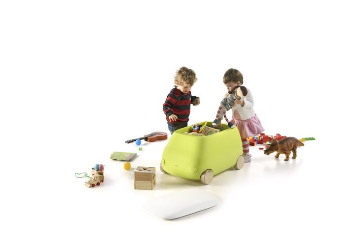 PLUST VAN: DUE AUTOMOBILI CONTENITORI PER I GIOCHI DEI BAMBINI http://designstreet.it/plust-van-due-automobili-contenitori-per-i-giochi-dei-bambini/ #designstreetblog