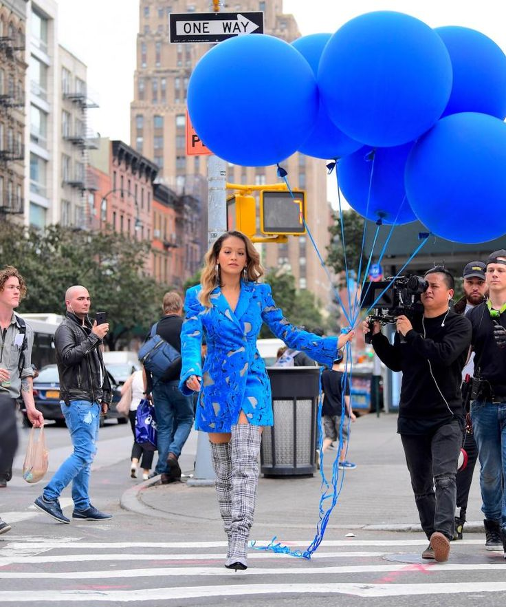 The popster casually rolled down the street with a bunch of balloons