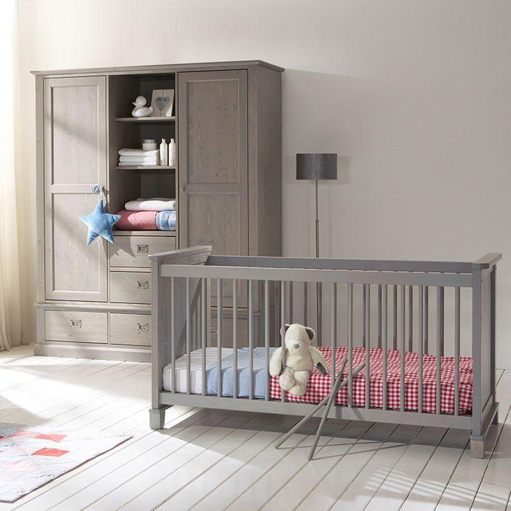 Alta Kinderzimmer Babybett mit Schlüpfsprossen, Kommode 2