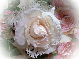 victoriaanse roos met echt oud kant en bewerkte haarclip, voor een bruidje