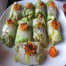 Rollitos de col rellenos de verduras salteadas