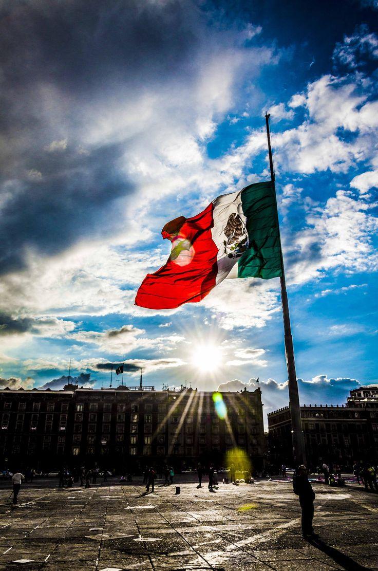 Bandera Mexicana, Plaza de la Constitución