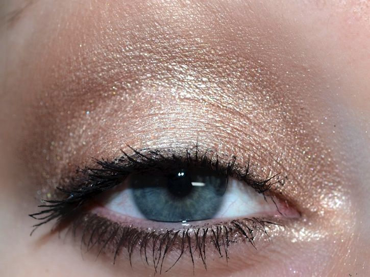 For this first look, I used Silk Teddy on the lid, Nudie in the Crease, Heaven for a brow highlight, Push-up on the inter lid and Chocolate Martini and Erotica in the crease. I used Sexpresso under the eyes, and Silk Teddy on a wet brush for an inner corner highlight.