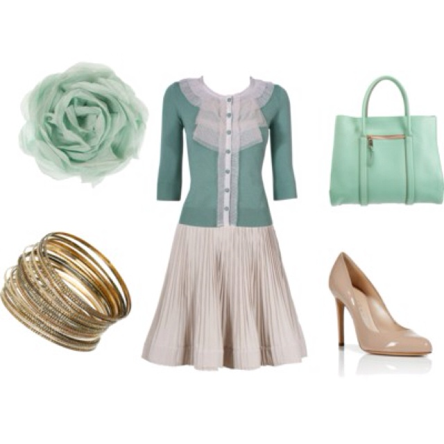 Once Upon a Time-Mary Margaret  I think I watch this show purely for Mary Margaret's clothes.