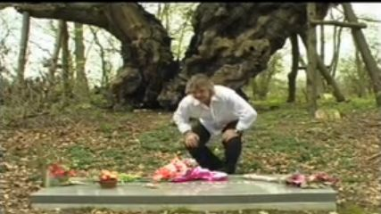 Camfield Place Hatfield Hertfordshire Uk Dame Barbara Cartland S Grave On The Grounds Of
