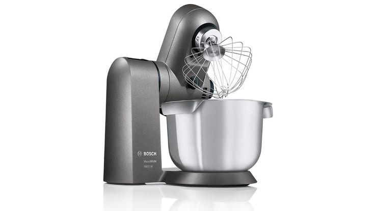 Die Küchenmaschine Bosch MaxxiMUM SensorControl soll von ganz allein perfekte Schlagsahne oder Eischnee herstellen. Dank eines besonders starken Motors bleibt die Rührgeschwindigkeit auch bei sehr schwerem Teig konstant.