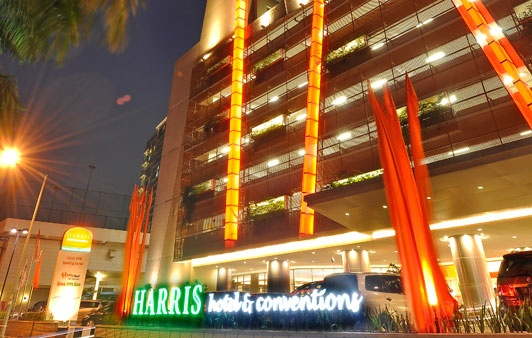 HARRIS Hotel & Conventions Kelapa Gading - Jakarta: The perfect location in the heart of Kelapa Gading Mall. Direct indoor walking access to Mall 5. A short from JIExpo Kemayoran, Ancol Dreamland. Seaworld, Sunda Kelapa Harbour, Sunter, and Pulo Gadung business district.