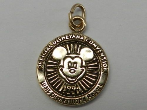 MICKEY-MOUSE-14-K-GOLD-CHARM-1994-limited-only-500-made-4-1-Grams..