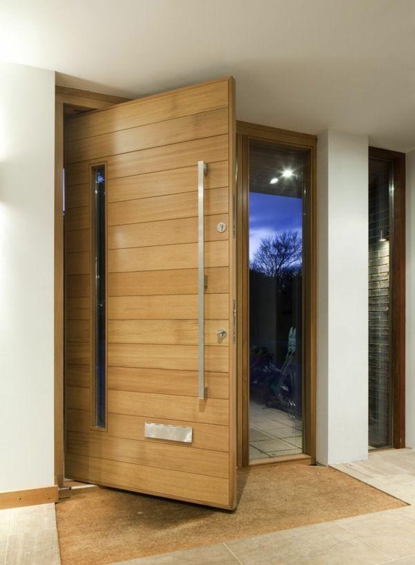 Porte entrée à pivot désaxé, revetement bois. http://www.m-habitat.fr/portes/types-de-portes/la-porte-pivotante-decoration-en-mouvement-441_A
