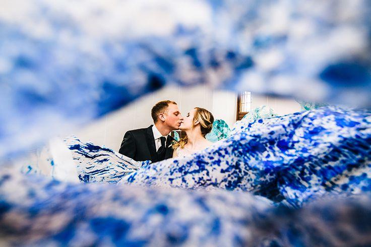 #weddingshooting #wedding #bride #groom #museum #art #kiss #blue