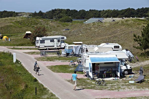Camperplaats met stroom  Deze plaats is geschikt voor campers en voorzien van een prachtig uitzicht op heide en groen. De verharde plaatsen hebben een aansluiting voor stroom (16 ampère)/tv. Naast de plaats voor uw camper is gras om een bijzettentje te plaatsen.  EUR 67.12  Meer informatie  #vakantie http://vakantienaar.eu - http://facebook.com/vakantienaar.eu - https://start.me/p/VRobeo/vakantie-pagina