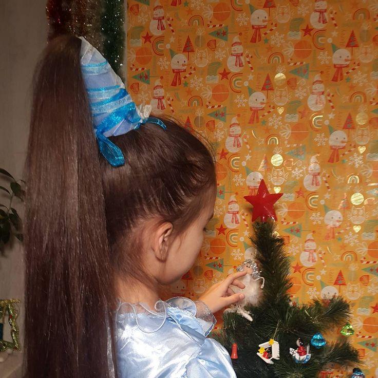 https://www.youtube.com/watch?v=NI4BdDoURpA Колпак для феи.  Новогодняя прическа на утренники, маскарады и прочие театрализованные мероприятия.