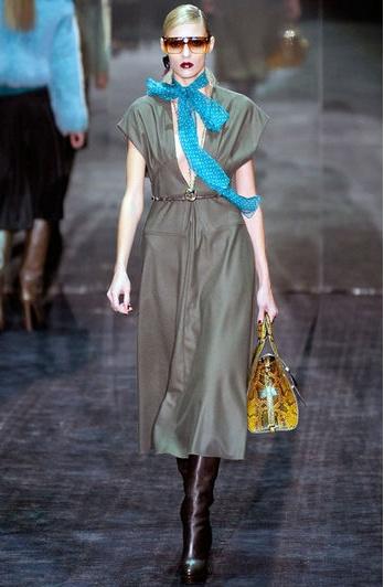 Vestido anudado a la cintura de Gucci