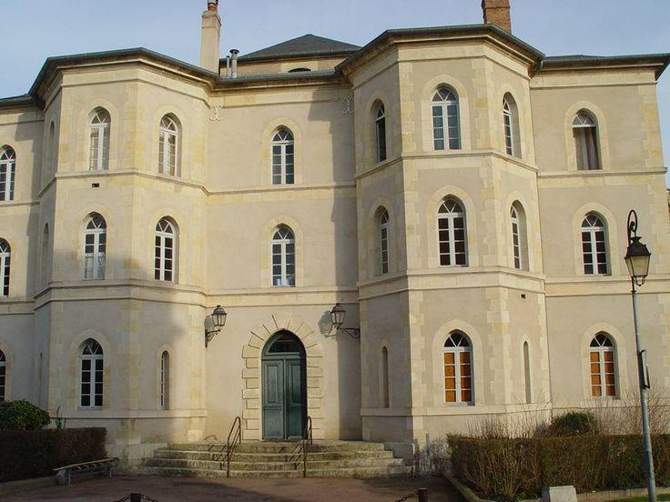 Cosne-Cours-sur-Loire - La tour du guet du vieux château