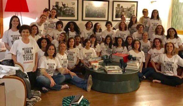 #MexeuComUmaMexeuComTodas - funcionários e atrizes da Globo fazem protesto contra assédio sofrido por figurinista