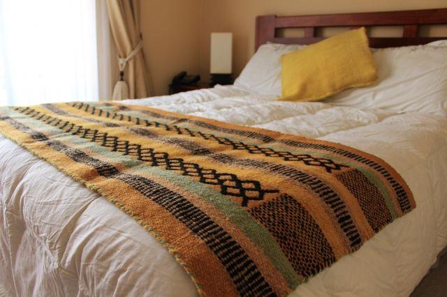 Una lama ideal para poner sobre la cama /An ideal blanket  - Fundación Chol-Chol