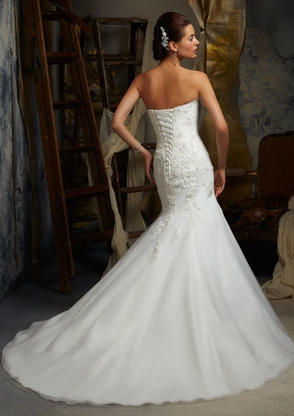 Top 10 wedding dress designs wedding connexion for Mori lee wedding dress prices