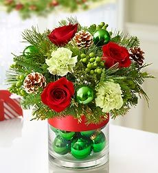 CHRISTMAS FLOWERS- This is great inspiration to make your own centerpiece.