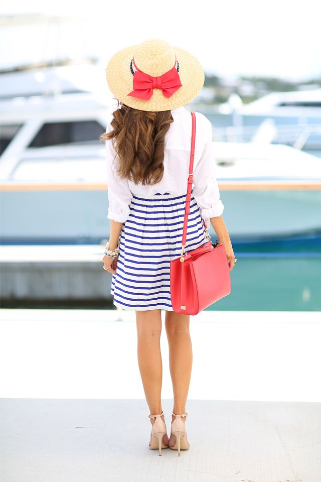 The outfit is perfect for a day on a yacht (except for high heels)