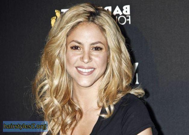 Shakira's long layered messy hairstyle, shakira hairstyles | Women ...