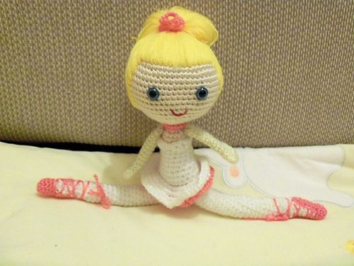 Ballerina Doll (32cm tall) Free Amigurumi Pattern https://docs.google.com/document/d/1p19wU8qaqfG_DkT2KkUzOUbAkY53pLyB3qwejoVS1uA/edit?pli=1