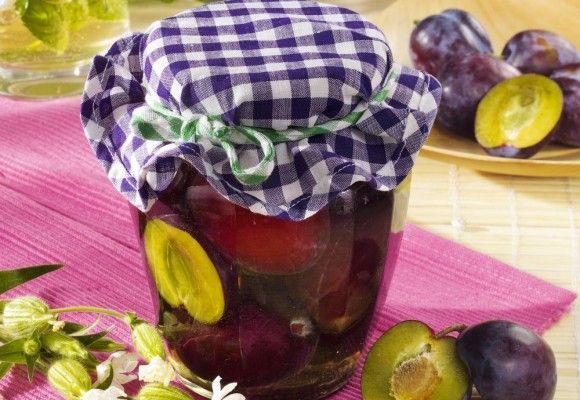 Ingrediente2 kg prune600 gr zahar1,5 l apa3 batoane de scortisoara2 stelute de anasonCum se prepara