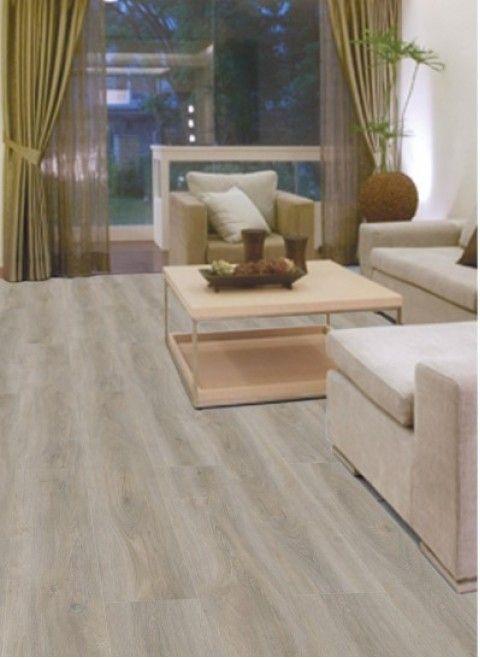 Pure 8407 – Mooie sterke pvc vloer, zeer geschikt voor zwaar woon- en project gebruik. Dryback pvc in een houten licht bruine kleur met mooie houtstructuur.