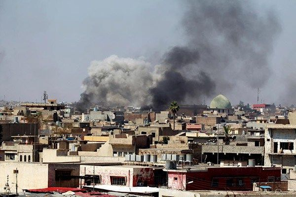 """Suicide bombers force their way into military site in Baghdad http://betiforexcom.livejournal.com/24426719.html  A pro-government fighter was killed in a suspected Daesh attack on a military site north-west of Baghdad on Saturday, according to an Iraqi police officer. Four bombers attempted to force their way into the site in al-Halabsah district, triggering clashes with guards manning the site, police captain Nazhan al-Khedr told Anadolu Agency. """"Three bombers were killed while the fourth…"""
