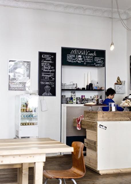 Das New Deli Yoga Café in Berlin Kreuzberg, wo ihr sowohl Frühstücken, aber auch zu Mittagessen gehen könnt >> New Deli Yoga Café // Berlin