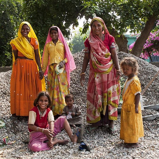 Vejarbejdssjak, Rajasthan. Road workers. www.instagram.com/intotraveldk
