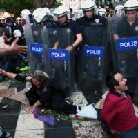 Turchia, il pugno di ferro di Erdogan: feriti e arresti per anniversario