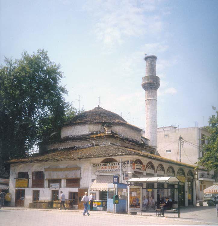 18: Το τζαμί κανλί τζεσμέ  Βρίσκεται στην αγορά της Καλούτσιανης και το όνομα του σημαίνει Βρύση Αίματος. Είναι συνδεδεμένο με την επανάσταση του Διονυσίου Φιλοσόφου το 1611, η οποία καταπνίγηκε με αίμα ακριβώς σε εκείνο το σημείο. Χτίστηκε στα μέσα του 17ου αιώνα από τον γιο του Ασλάν Πασά, τον Χατζή Αχμέτ Πασά.