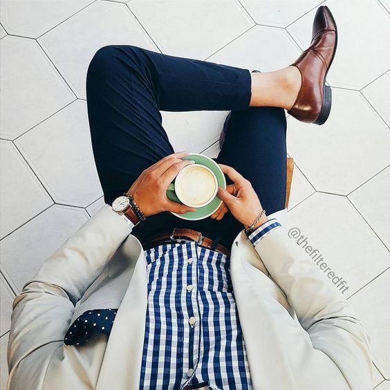 Look chic avec une chemise à carreaux #look #men #tenue #homme #chic #fashion #fashionformen