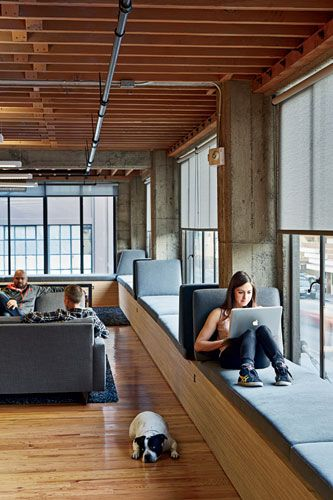 Heavybit Industries IwamotoScott Architecture San Francisco uses windows seating for comfort, study and the view. #commercialconstruction #windowseats