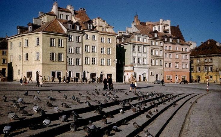 Unikalne zdjęcia stolicy w kolorze z epoki Gomułki. Tak wyglądała Warszawa, jak podnosiła się z gruzów [ZDJĘCIA]