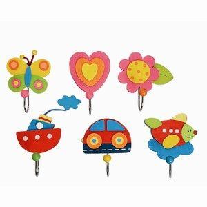 Simply for Kids Kinderkapstokhaakjes Bloemen en Vlinders of Voertuigen -  Drie leuke vrolijke kapstokhaakjes. Set met een vlinder, hartje en een bloem of een set met een auto, vliegtuig en boot. Mooie haakjes voor het ophangen van kleding, jas, badjas of handdoek. Afmetingen: L11 x B6 x H4 cm