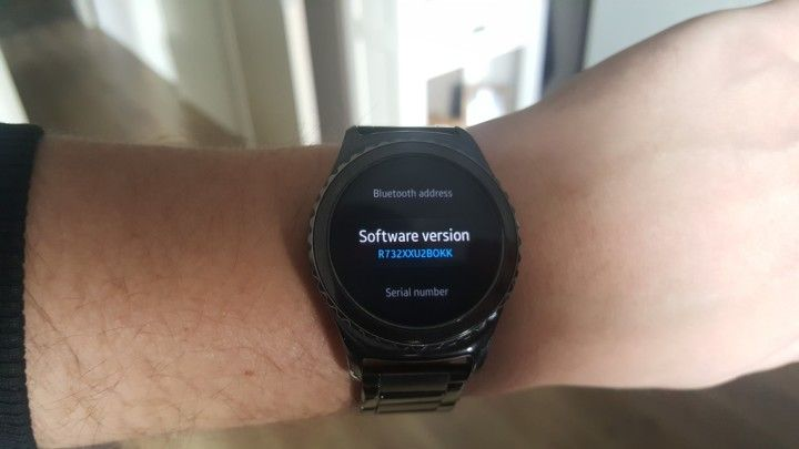 Latest Gear S2 update brings new features and performance improvements Samsung has released a new software update today for the Gear S2 smartwatch it adds several new features to the wearable device and also brings performance improvements as well as the usual slew of bug fixes.Todays update adds World Clock News Briefing and ESPN apps Mendini watch faces a new search feature in the Contacts app a new Screen time out setting and the watch will now also show an alert when the Bluetooth…