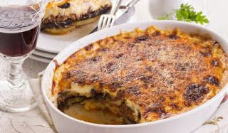Na deis: Μουσακάς με κολοκύθια, μελιτζάνες, κιμά και κρέμα γραβιέρας